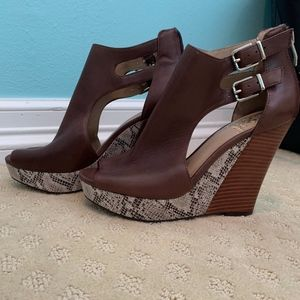 Brand New Vince Camuto Brown Snakeskin Wedges